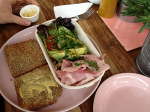 Tippy's sandwich plate with preservative-free ham & seeded loaf